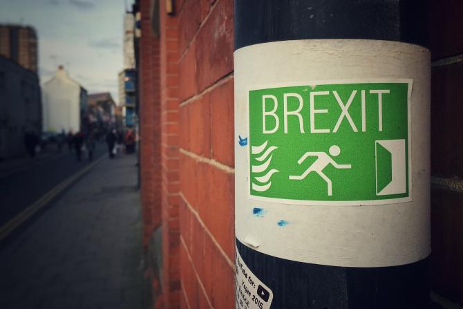 Britanicii cer un summit de urgență