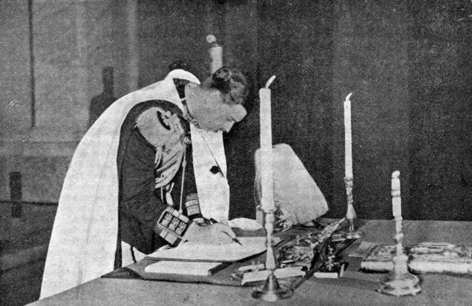 Carol al II-lea semnând Constituția din 1938