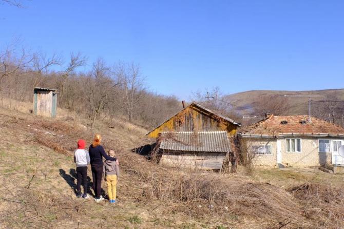 PSD promite că toaletele din curți vor dispărea