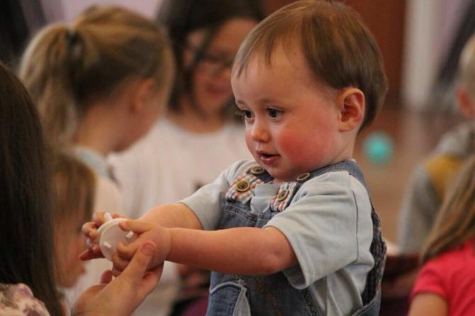 Tichete de creșă sunt acordate părinților care nu beneficiază de concediul pentru creșterea copilului