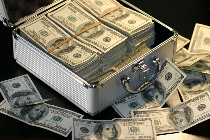 Dolarul se depreciază față de moneda națională