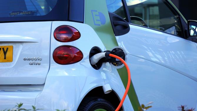 Vânzările de mașini electrice rămân mici, dar sunt în creștere