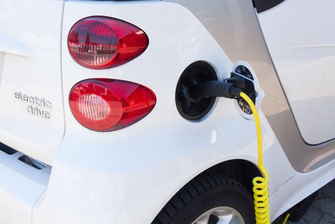 Romanii din ce in ce mai atrasi de masinile electrice