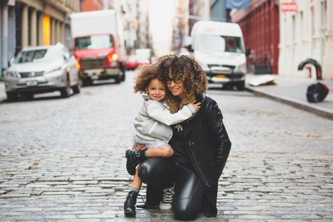 Femeile din Europa fac copii târziu