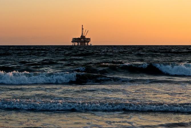 Românii încep exploatarea gazelor din Marea Neagră