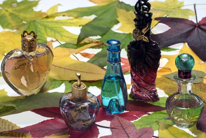 Parfumurile rămân printre cele mai contrafăcute mărfuri