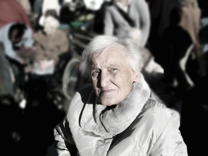 Bătrânilor li se pare că timpul trece mai repede