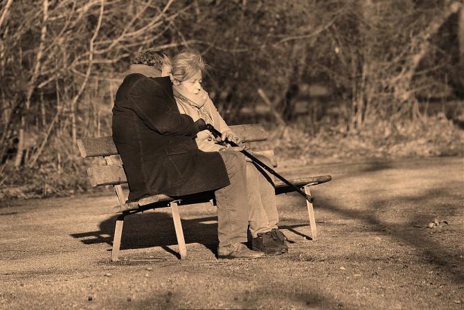 Pensionarii, nevoiti sa mai astepte aplicarea noii legi