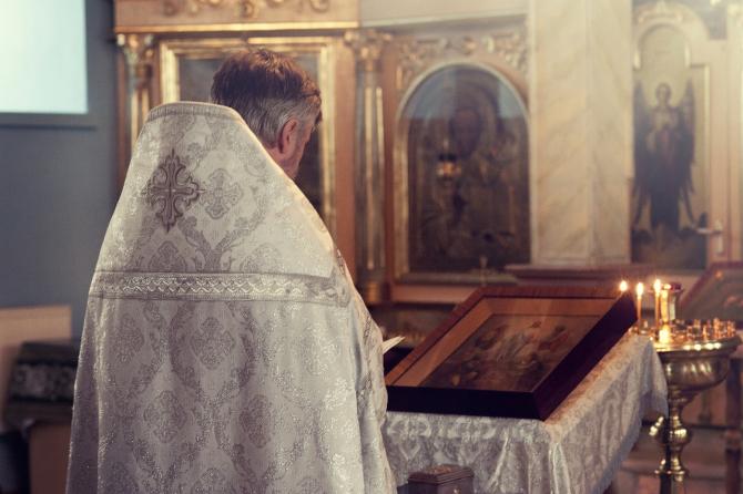 Preoții ortodocși din Grecia nu vor să renunțe la salariile de la stat