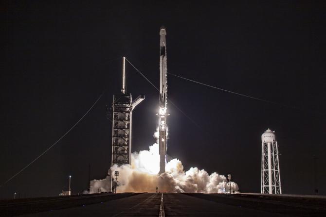 Crew Dragon, produs de Spacex, lansat de NASA