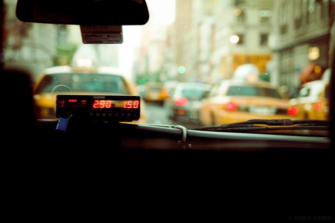 Transportatorii, nemultumiti de tergiversarea adoptarii ordonantei care ar interzice Uber și Taxify