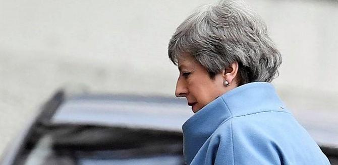 Theresa May îi va scrie lui Donald Tusk
