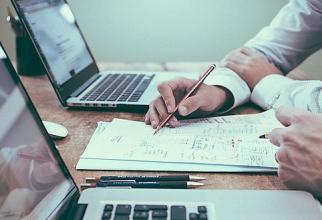 Peste două treimi (70%) dintre directorii financiari la nivel global sunt foarte încrezători că pot îndeplini aşteptările angajaţilor