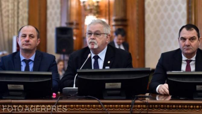 Ministrul Anton Anton a venit în Parlament să dea explicații