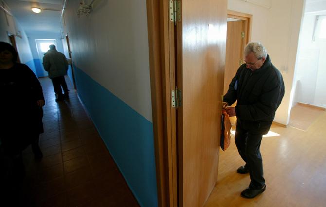 Aproape jumătate din populația României locuiește în spații prea mici