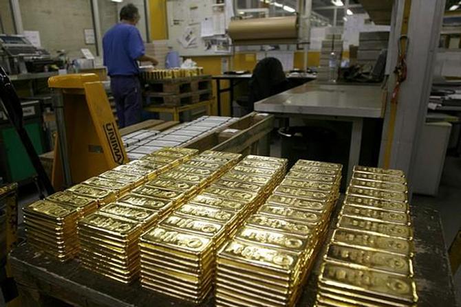Mugur Isărescu spune că nu este nevoie de o lege pentru a aduce aurul în țară