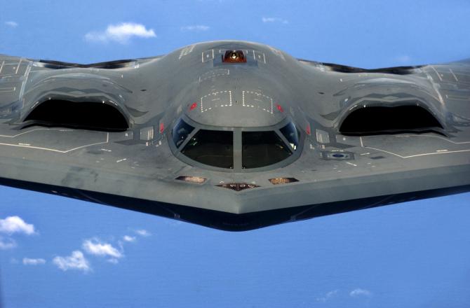 Bombardierul american B2 Stealth Bomber