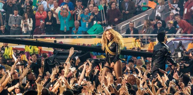Beyonce, curtată de marile companii