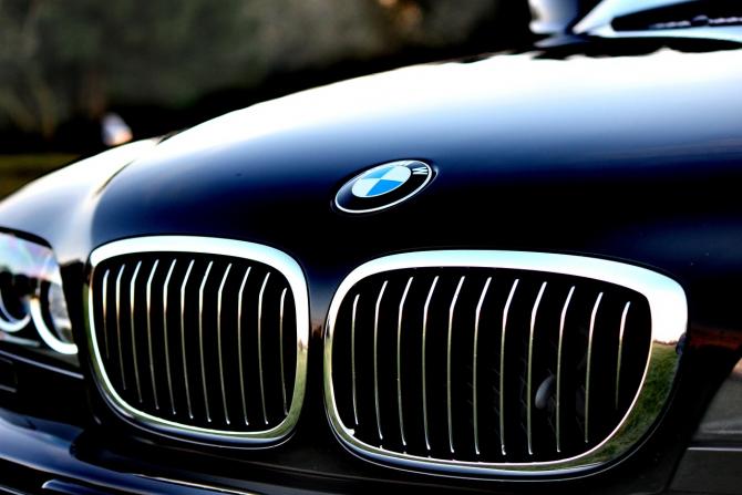 BMW AG a anunţat că va opri întreaga producţie din Europa