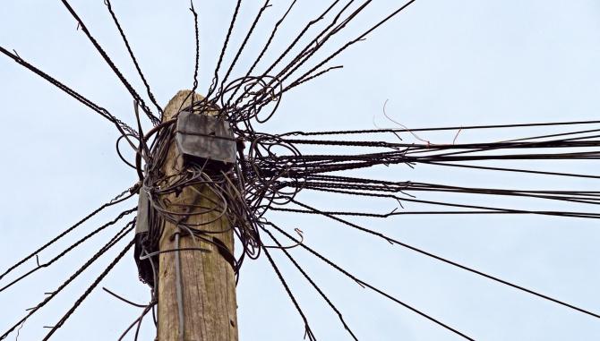 Primăriile vor să îngroape cablurile de iternet
