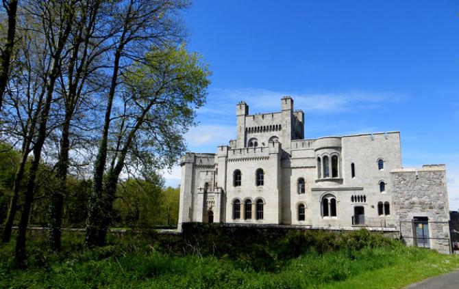 Se vinde numai o parte din castel