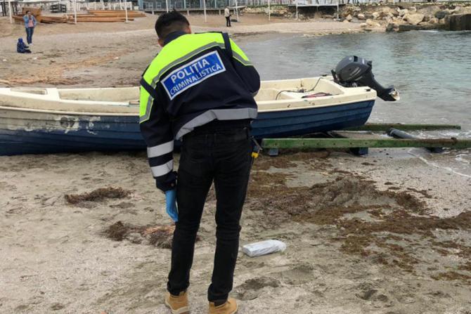 Polițiștii români și bulgari și-au petrecut weekendul căutând cocaină pe plaje