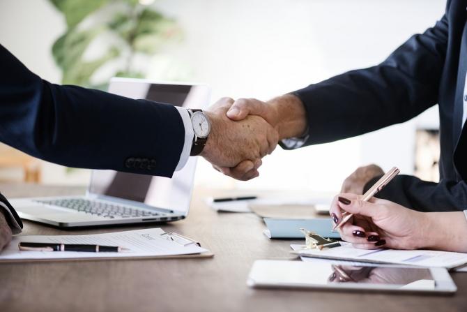 Contractele și negocierile, desfășurate în prezența avocatului