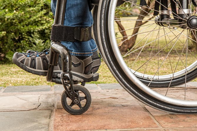 Bani pentru persoanele cu dizabilitati