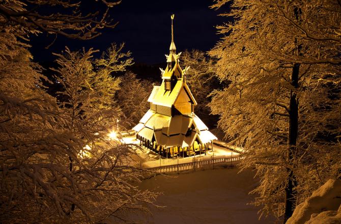 Biserica Fantoft după reconstruirea ei