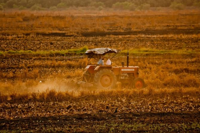 Fermierii indieni trebuie să se judece cu una dintre cele mai mari companii din lume