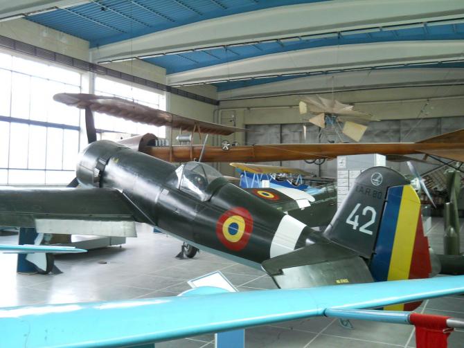 Avion IAR-80 folosit de aviația română în război