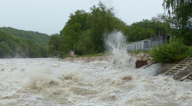 INHGA a emis, vineri, noi atenţionări Cod galben de inundaţii, ce vizează opt bazine hidrografice, până sâmbătă seara.