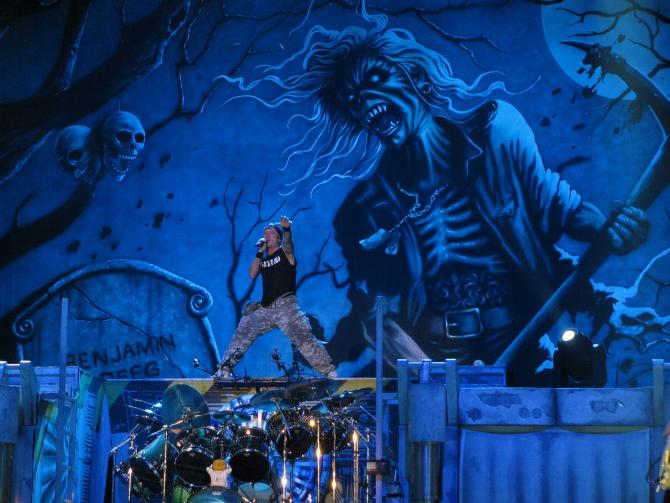 Bruce Dickinson pe scenă