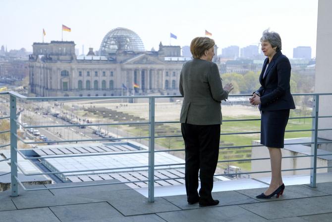 Angela Merkel si Theresa May