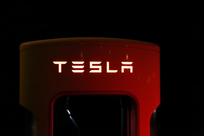Tesla a acceptat oferta Fiat Chrysler