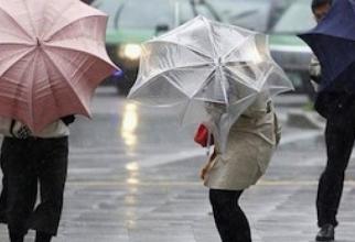 La Bucureşti, cantitatea lunară maximă absolută de precipitaţii din aprilie este de 160,4 mm, înregistrată la Bucureşti-Băneasa, în anul 1997.