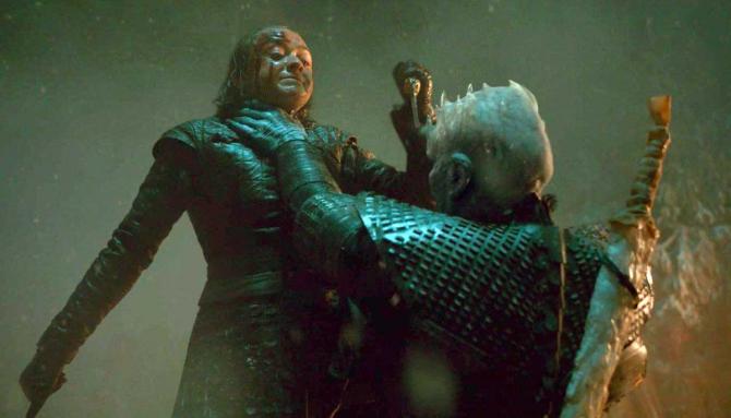 Arya Stark în momentul în care îl ucide pe Regele Nopții