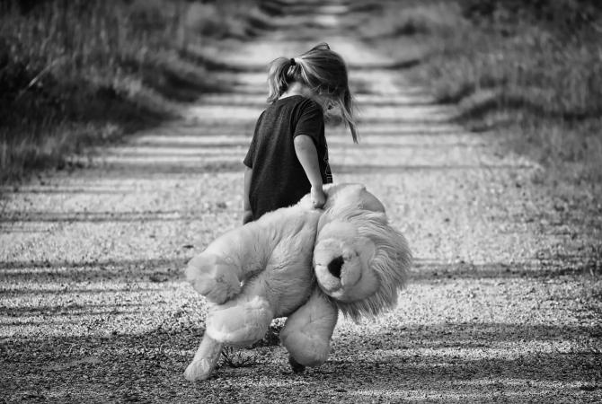 În România numărul copiilor fără părinți este în creștere