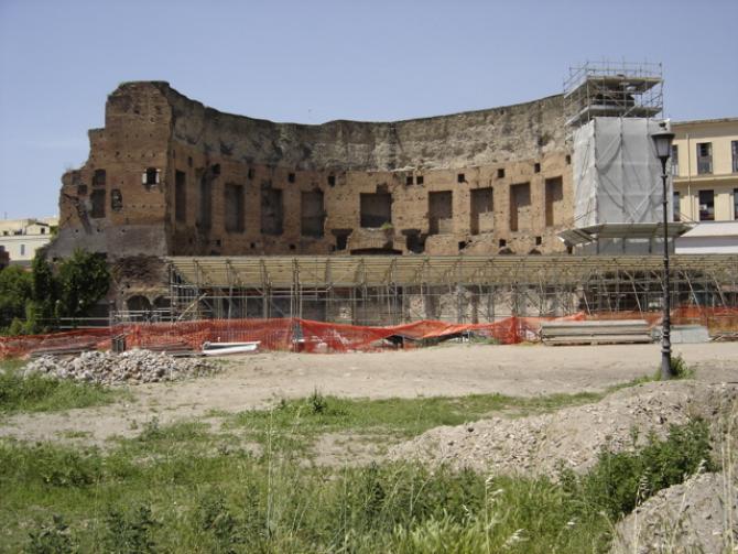 Ruinele palatului Domus Aurea se află sub alte edificii construite ulterior