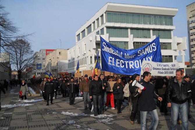 Valoarea acţiunilor Electrolux, cel mai mare producător european de electrocasnice, a scăzut luni cu 12%