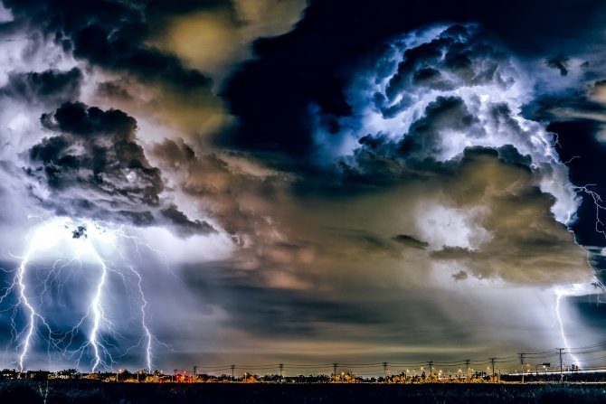 Administraţia Naţională de Meteorologie a emis duminică după-amiază o avertizare Cod portocaliu de furtună