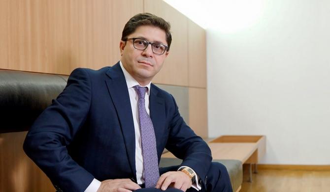 Omul de afaceri, Gruia Stoica