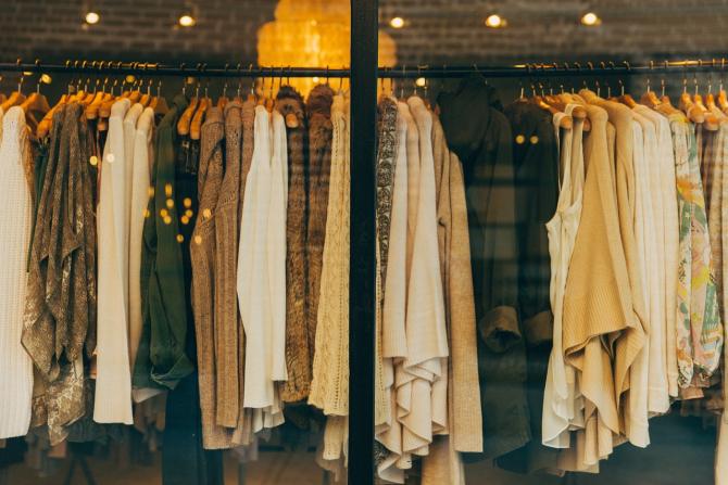Casele de modă preferă să distrugă marfa decât să o vândă la reducere