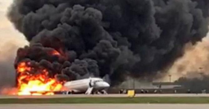 Avionul a luat foc la aterizare