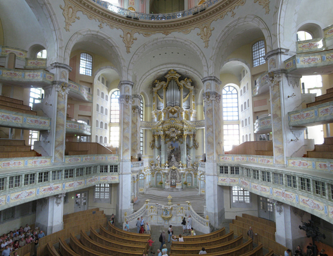 Interior din catedrala Frauenkirche din Dresda