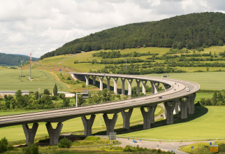 Guvernul recunoaşte că veniturile pe care conta din taxele rutiere nu sunt suficiente nici măcar pentru a asigura întreţinerea autostrăzii, estimată la 77 milioane de euro anual.