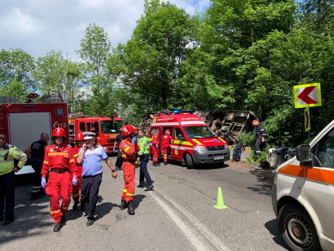 Un autocar plin cu copii s-a răsturnat între Pârâul Rece și Râşnov