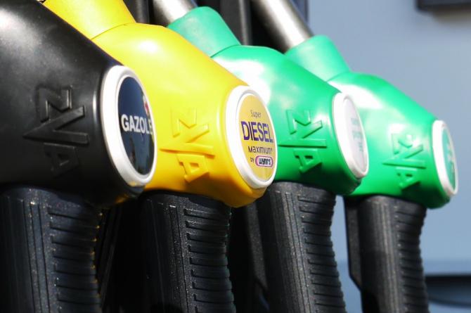 Guvernul urmază să ia o decizie legată de supraaciza la combustibil