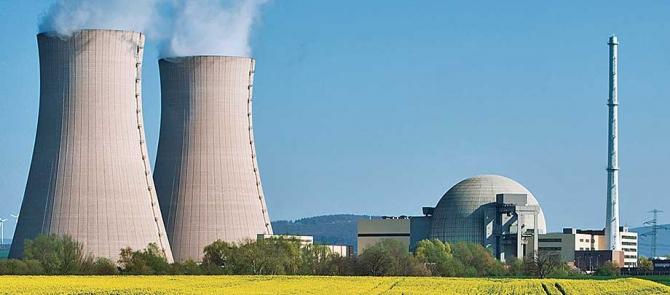 Zeci de centrale nucleare în doar câțiva ani