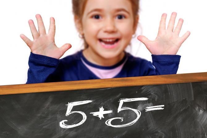 Noua propunere prevede posibilitatea înscrierii copiilor la vârsta de 5 ani